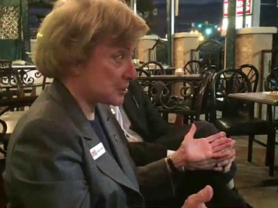 amie-hoeber-meets-voters-in-fred1-400×300